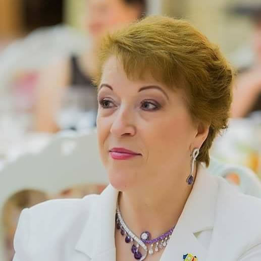 Mrs. Aleksandra CAN, APIUS President and a member of the Presidential Board of the European Fashion Council